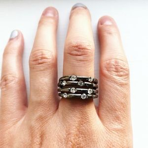 Edgy & chic monochrome and diamond strand ring